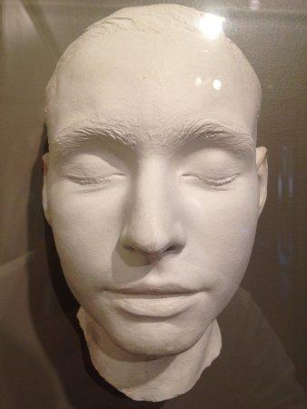 Palo Alto, Californien: Death mask of Leland Stanford Jr. on display