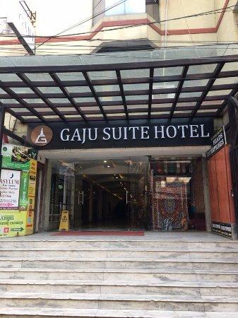 Gaju Suite Hotel: Main door entrance of hotel