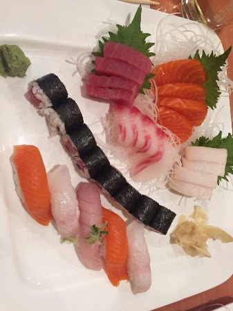 Windsor Locks, CT: Sushi Sashimi Combo - Great choice for one.