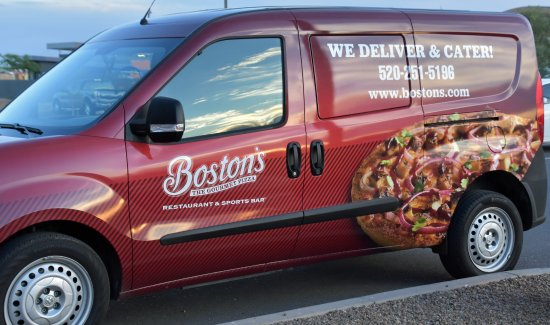 Casa Grande, AZ: Boston's Pizza delivery van