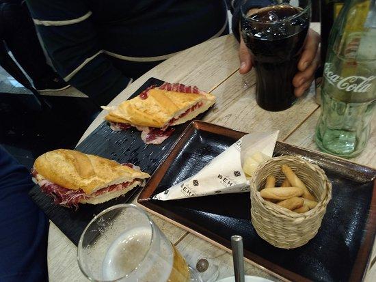 Armilla, Spagna: Bocatas de Jamón Ibericos con unos refrigerios