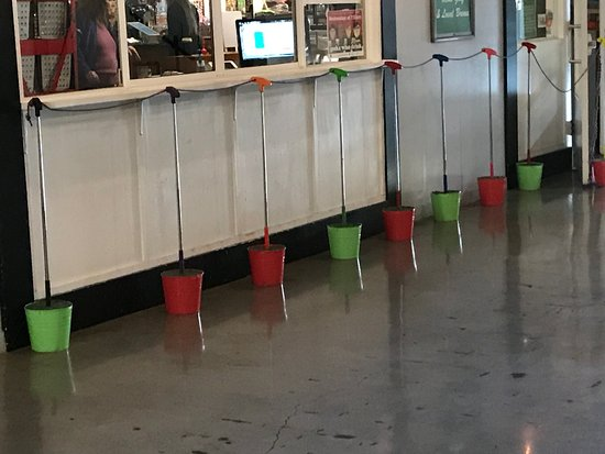 Kirkland, WA: Putters in a pail adorn the outside!