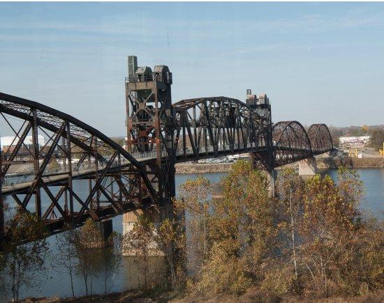 Riverfront Park: Bridge Off of Park