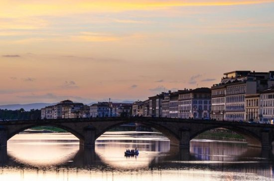 Gondola: a 2-Hour Panoramic Tour on a Real Florentine Barchino