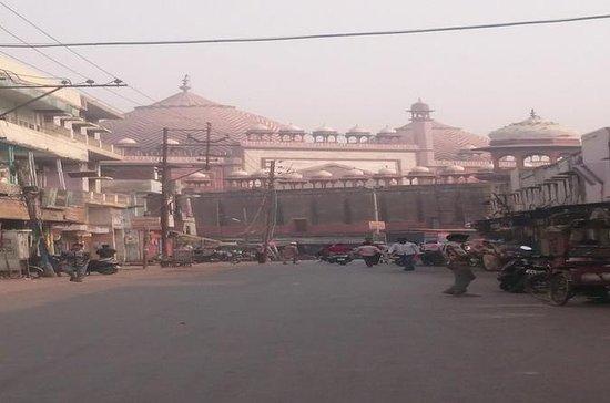 Street shopping in Agra