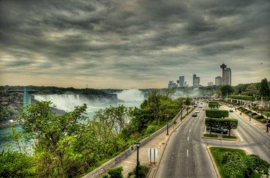 Transfer Niagara-on-the-Lake Canada to Toronto Pearson International...