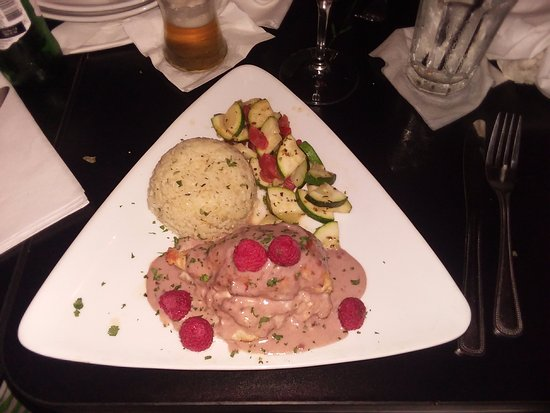 Inverness, Флорида: Boursin Stuffed Chicken Breast at McLeod House Bistro