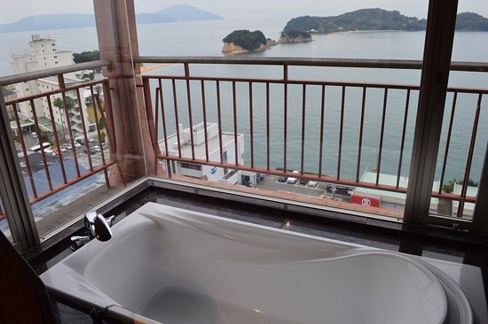Tonosho-cho, Japan: Bathtub view