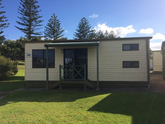 West Beach, Australia: Outside of our budget 6-berth cabin