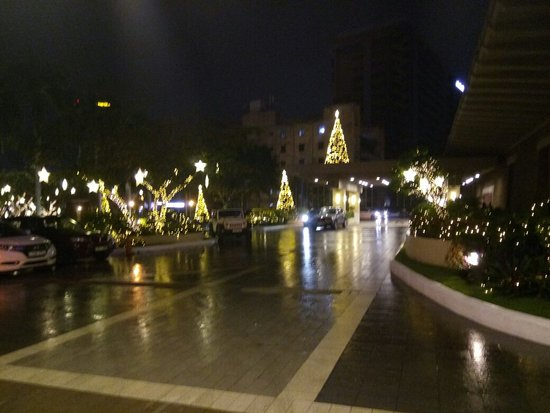 Cinnamon Lakeside Colombo: Christmas season at the cinnamon