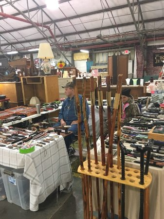 Flowood, MS: knives and walking sticks