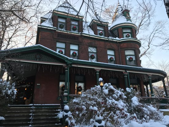 The Gables Bed and Breakfast: Holiday Season @ gables