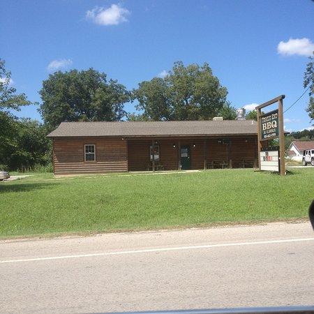 Wynnewood, OK: Trails End BBQ