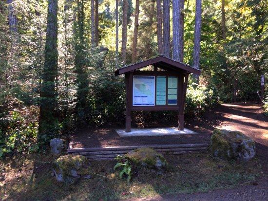 Denman Island, Kanada: Entrance to Boyle Point (hiking trail; no camping)
