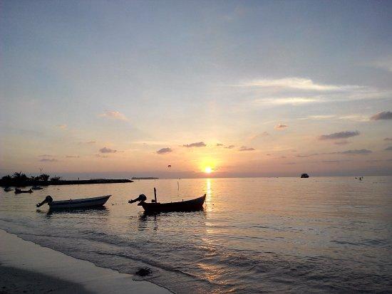 Maafushi Island: Beautiful sunset