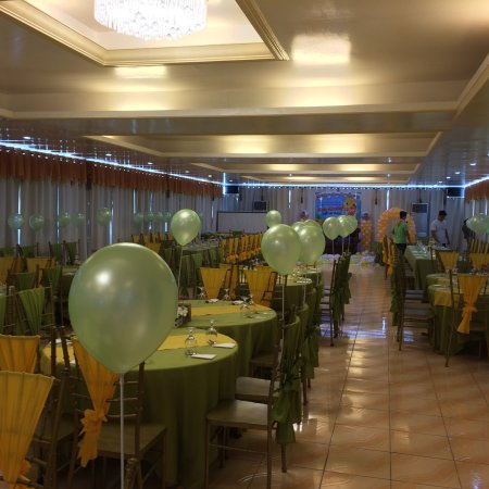 Island Tropic Hotel & Restaurant: View of the restaurant & 3rd floor for events