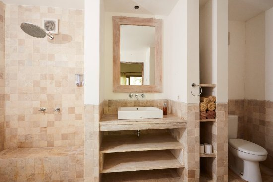 Gili Air, Indonesia: Bathroom of our Deluxe Bungalows