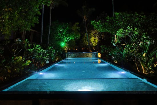 Gili Air, Indonesia: Night-dives? Or relaxing at the pool in the evening