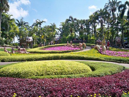 Nong Nooch Tropical Botanical Garden: Park Bed of flowers