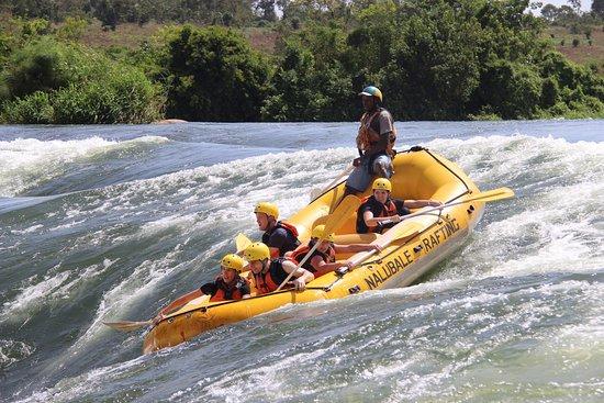Nalubale Rafting: Abbey's crew dropping into Bubugo.