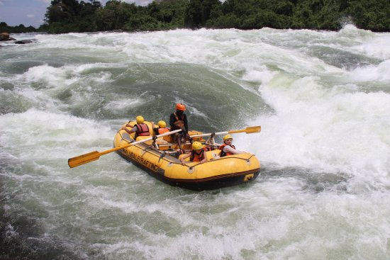 Nalubale Rafting: Grade 3 line around the Bad Place in the Safety Raft.