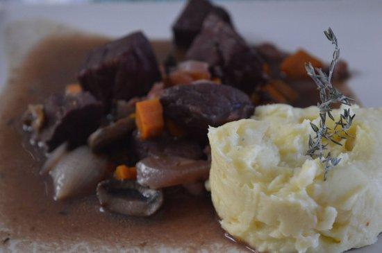 "Noordhoek, Sudafrica: Boeuf bourguignon and ""mashed potato from papa"""