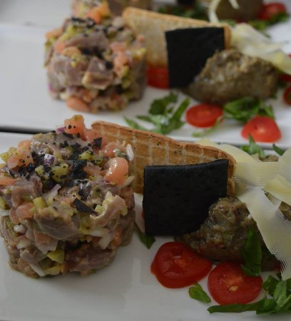 Noordhoek, Sudafrica: Fish and seafood tasting: Tuna tartare, aubergine caviar and blue cheese roquefort