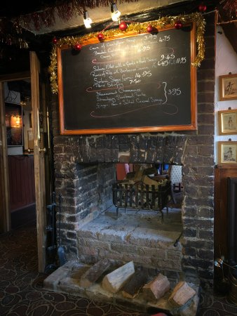 Iver, UK: Fire place in the main bar