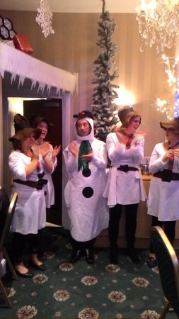 Haddon Hall Hotel : snowmen waiters
