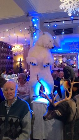 Haddon Hall Hotel : the polar bear in the dinning broom