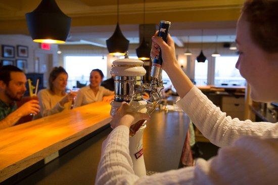 Sutton, Canada: Notre bar vous accueille de 7h à 22h