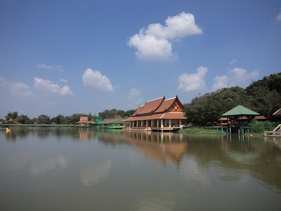 Huay Mongkol Temple Photo