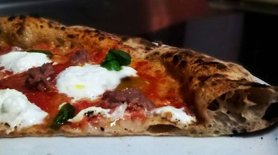 Mongardino, Italien: Il nostro impasto: farine macinate a pietra, lievito madre e almeno 24 ore di lievito-maturazion