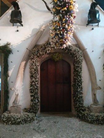 St Dominick, UK: Decorated door