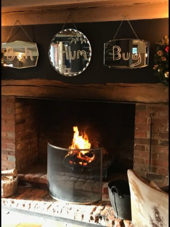 High Wycombe, UK: Cosy log fires