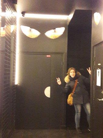 """Hôtel Le Chat Noir : ingresso tutto in stile """"chat noir"""""""