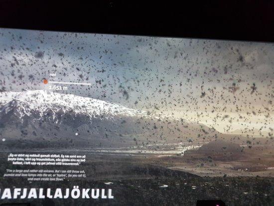 Hvolsvollur, Iceland: The ash decending.