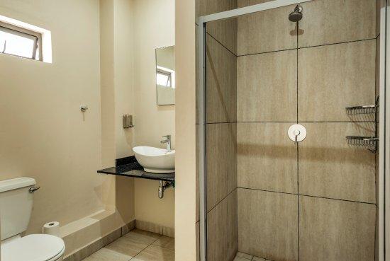 Motel En Suite Bathrooms: Ensuite Bathroom With Shower