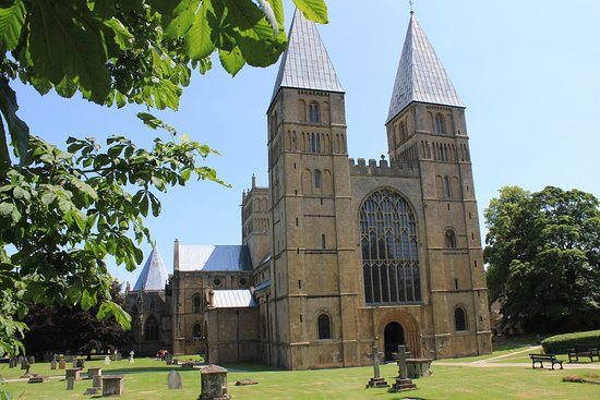 ‪‪Southwell‬, UK: The glorious Southwell MInster bathed in sunshine.. but it looks wonderful in every season.‬