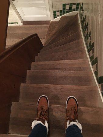 Canal Boutique Apartments: Lo empinado de las escaleras y el ancho de los escalones!