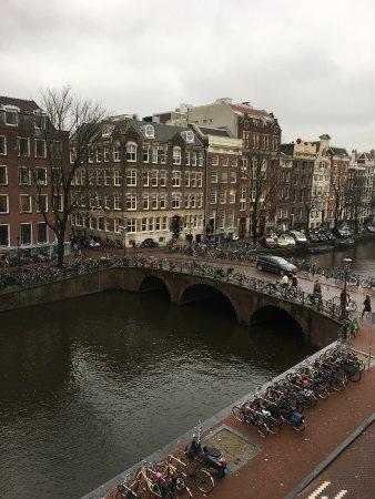 Canal Boutique Apartments: Vista a la calle desde la habitación