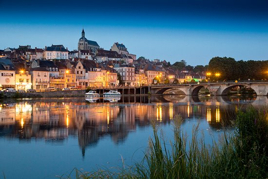 La ville de joigny kuva la cote saint jacques joigny for Piscine de joigny