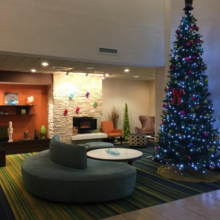 Fairfield Inn & Suites Valdosta: Great hotel with lots of space for parking.