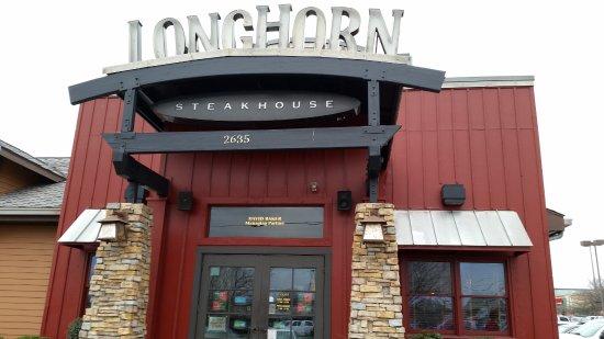 LongHorn Steakhouse: Main Door to Restaurant