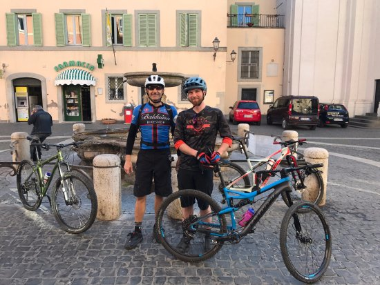 Lyndonville, Вермонт: Great food, friends and riding in Italy!