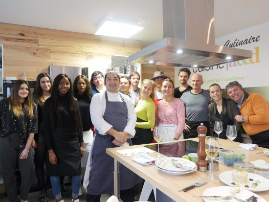 Vincennes, Γαλλία: Alan Geaam and his lucky cooks at L'Atelier Cuisine AD