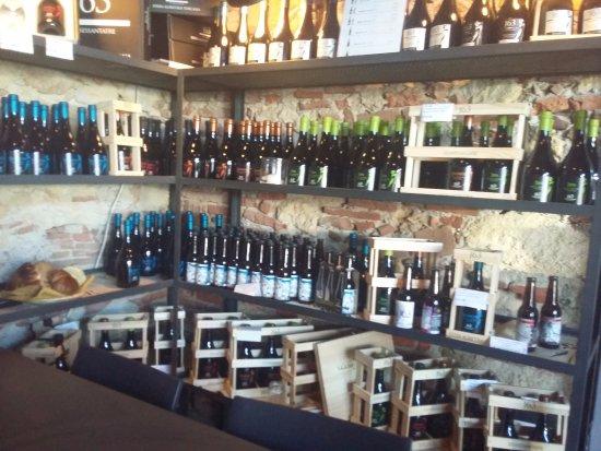 Crespina, Italien: vendita dentro il birrificio