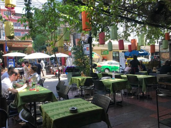 Khao San Road : western food easily found around the area