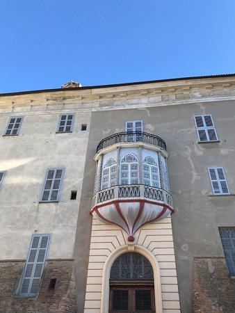 Costigliole d'Asti, Italia: La parte prospiciente la chiesa