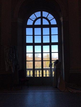 Costigliole d'Asti, Italia: L'unica finestra aperta sul parco.
